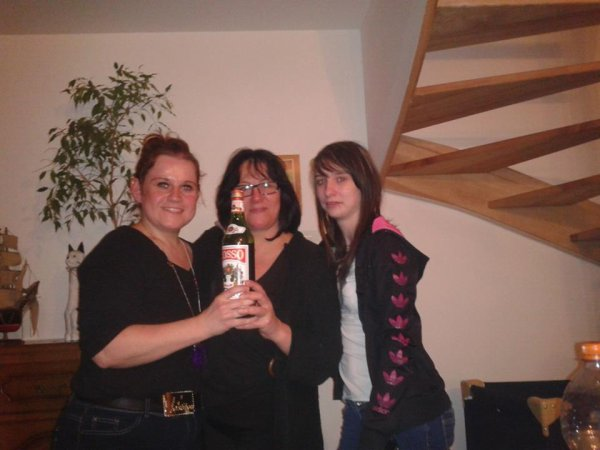 moi avec ma belle soeur et sa belle fille