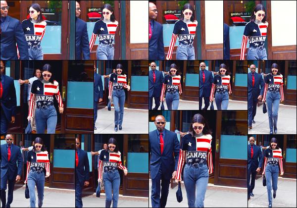 - '-22/05/18-' ◘Kendall Jenner a été aperçue lorsqu'elle venait de quitter l'hôtel « Greenwich » dans New-York. C'est dans une tenue aux couleurs de son pays que nous retrouvons notre belle mannequin à la sortie de son hôtel. J'accorde un petit top. -