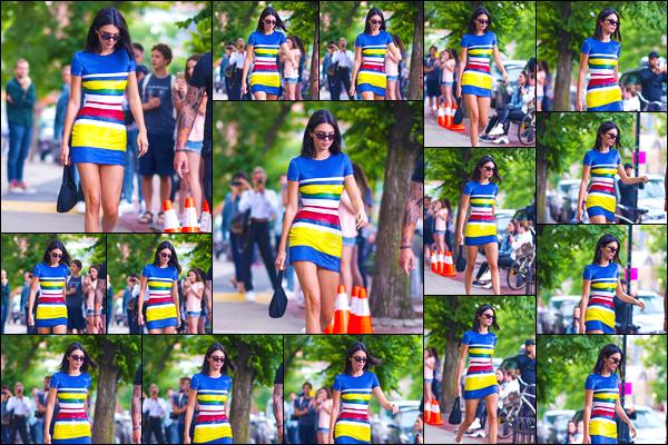 - '-06/06/18-' ◘Kendall Jenner a été photographiée lorsqu'elle se trouvait être dans les rues de New-York City. C'est dans une magnifique robe colorée que nous retrouvons Kendall dans les rues de New-York. Je suis fan de son look, un énorme top. -