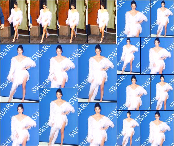 - '-04/06/18-' ◘Kendall Jenner était présente à la cérémonie des « CFDA Fashion Awards » ayant lieu dans NY. C'est dans une robe blanche que nous retrouvons notre belle mannequin. Je suis assez mitigée face à l'allure de sa robe, cependant, top. -