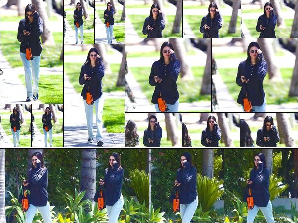 - '-01/06/18-' ◘Kendall N. Jenner a été aperçue lorsqu'elle se promenait dans les célèbres rues de Los Angeles. C'est dans une tenue assez décontractée que nous retrouvons Ken' dans les rues de la ville des anges. Pour ce look là, je donne un flop ! -