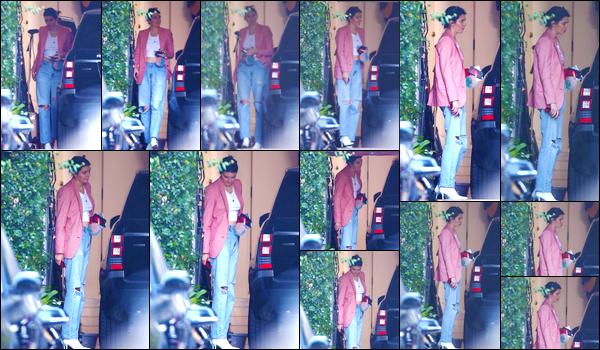 - '-21/10/17-' ◘Kendall Jenner a été aperçue alors qu'elle venait d'arriver à la maison d'un ami, à Beverly Hills. C'est dans un look décontracté que nous retrouvons notre Kendall chez un de ses amis. Je ne suis pas très fan de sa tenue, c'est un bof. -