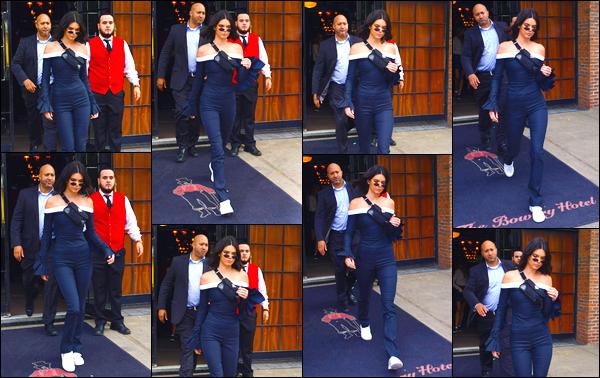 - '-08/09/17-' ◘Kendall Jenner était présente à l'événement du Harper's Bazaar Icons, se trouvant à NY. Top ! Juste avant, la belle brune était présente au Daily Front Row's Fashion Media Awards, après avoir quittée son hôtel. Qu'en penses-tu ? -