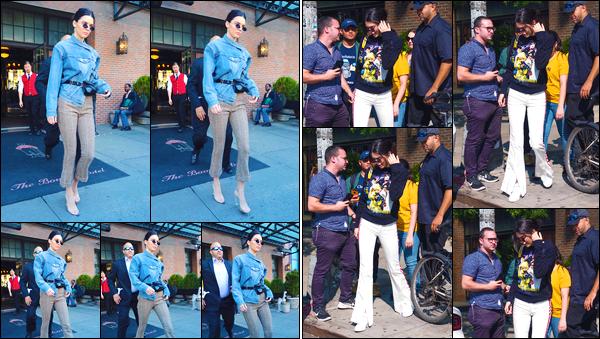 - '-09/09/17-' ◘Ce jour là la belle a également été photographiée lorsqu'elle quittait son hôtel à New-York ! Le lendemain notre superbe mannequin a été aperçue alors qu'elle se baladait dans les rues de NY. Côté tenue je lui accorde un flop. -