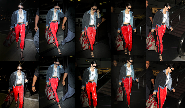 - 30/05/17 : Kendall Jenner a été aperçue alors qu'elle venait d'arriver à l'aéroport « LAX » de Los Angeles. C'est dans une tenue assez décontractée que nous retrouvons notre belle mannequin a l'aéroport ! Photos malheureusement sombres ! -