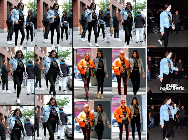 - 04/06/17: Kendall Jenner a été aperçue alors qu'elle venait de quitter l'appartement de Kanye West, Soho. Plus tard, Kendall a été photographiée en compagnie de son amie Hailey Baldwin arrivant au «Hillsong Church » situé à New-York, top ! -