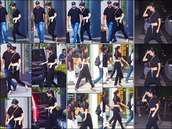 - '-03/08/17-' ◘Pour commencer cette journée Kendall a été photographiée aux côtés de son petit ami, à NY ! Toujours en compagnie du rappeur américainA$AP Rocky, ils ont été aperçus dans les rues de Soho. Côté tenue je donne un petit TOP. -