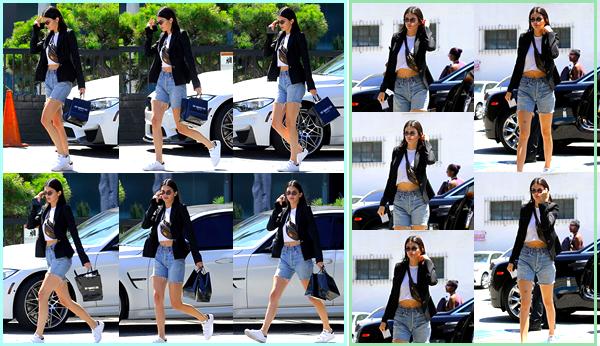 - '-28/06/17-' ◘Kendall Jenner a été photographiée lorsqu'elle quittait une bijouterie si situant à Beverly Hills. Ensuite notre belle mannequin a été photographiée lorsqu'elle arrivait au célèbre bar Honor, se trouvant à Beverly Hills. Je donne un top. -