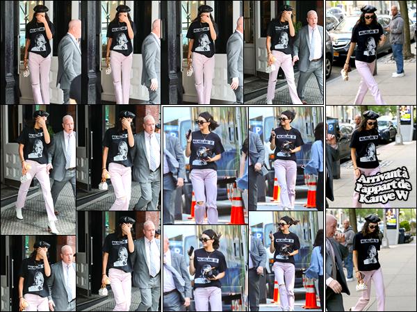 - 02/05/17 : Kendall Jenner a été photographiée alors qu'elle quittait le café « Mercer » situé à Manhattan. Un peu plus tard, miss Jenner a été aperçue sur le set d'un photoshoot qui avait lieu à Tribeca. Puis, arrivant à l'appartement de Kanye. -