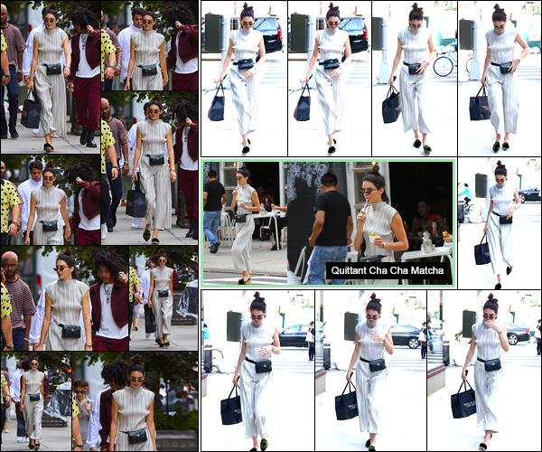 - 02/06/17 : Kendall Jenner a été apperçue alors qu'elle se promenait dans les célèbres rues de Manhattan. Plus tard, notre mannequin a été vue alors qu'elle arrivait puis lorsqu'elle quittait l'appartement de son ami Daniel Chetrit à Manhattan ! -