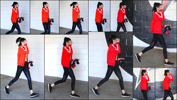 - '-15/06/17-' ◘Notre superbe mannequin a été aperçue alors qu'elle quittait son cours de sport, à Los Angeles. Côté tenue j'accorde un petit TOP à notre belle, tenue totalement appropriée pour ce genre de sortie, elle lui va plutôt bien. Ton avis ? -