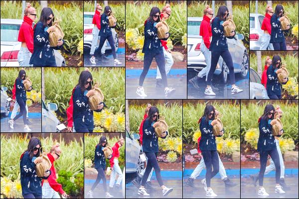 - '-08/01/18-' ◘Kendall Jenner a été vue en compagnie d'Hailey Baldwin dans les rues de Santa Monica en CA. En effet les deux jeunes mannequins ont été aperçues ensemble, lorsqu'elles quittaient le bureau d'un avocat ! J'accorde un petit TOP ! -