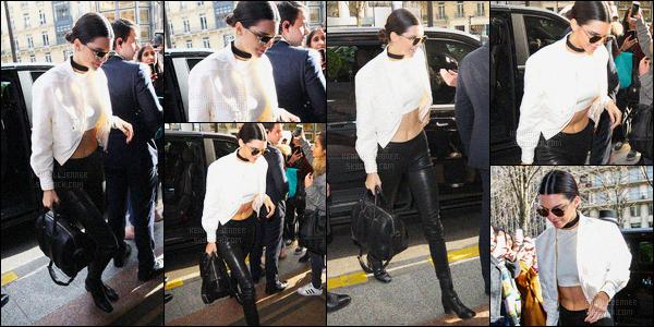 - 26/01/16 - Kendall Jenner a été photographiée alors qu'elle quittait l'hôtel Four Seasons, qui est dans ParisLa mannequin est donc de retour à Paris pour participer au Chanel Show qui s'est dérouler le même jour, c'est deux jolies top de la brune Kendall !-
