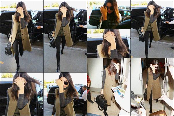 - 04/02/16 - Kendall Jenner a été photographiée alors qu'elle arrivait à l'aéroport de LAX, dans Los Angeles.Plus tôt dans l'après midi, Kendall a été photographiée alors qu'elle était dans la ville de Los Angeles. J'aime beaucoup ces tenues. Donne ton avis !-