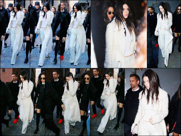 - 17/02/16 - Kendall Jenner a été photographiée arrivant, et quittant le défilé de Calvin Klein, dans New York.La jolie mannequin ne défilait pas cette fois-ci mais était bien présente puisqu'elle est légérie de la marque. Sa tenue était très jolie ! Donne ton avis-
