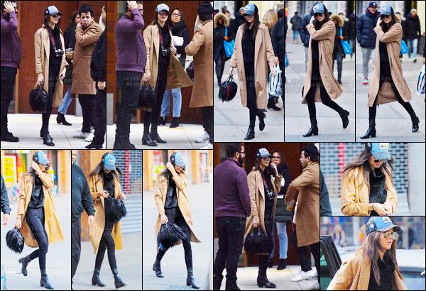 - 19/02/16 - Miss Kendall Jenner a été photographiée arrivant au défilé Marc Jacobs, se situant à New York C.La jolie mannequin était maquillé très foncer, je n'aime pas trop, je trouve que cela ne lui va pas très bien. Plus tard Kendall Jenner était dans Soho.-