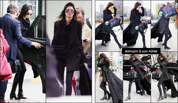 - 24/02/16 - Kendall Jenner a été photographiée arrivant à l'aéroport puis à son hôtel, se situant dans Milan.Après avoir rendue visite à sa statut de cire à Londres, K. s'est envolée pour l'Italie pour continuer la course de la fashion week. Top son manteau.-