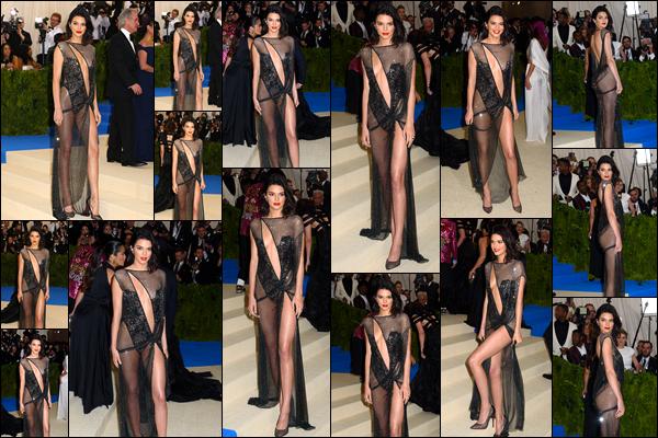 - 01/05/17 : Kendall Jenner aux Met Gala : « Rei Kawakubo/Comme des Garçons : Art Of The In-Between ». C'est dans une sublime robe que nous retrouvons notre Kendall. Plus jolie de devant que de derrière. Je lui accorde un top côté makeup. -