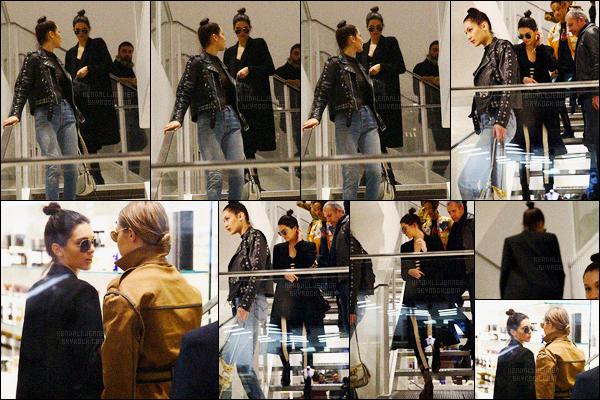 - 09/03/16 - Kendall Jenner a été photographiée alors, qu'elle faisait du shopping à Colette, qui est, à Paris.La jeune mannequin a ensuite été photographiée retournant à son hôtel. C'était le dernier jour de Kendall puisqu'elle est ensuite parti pour Rome ! -