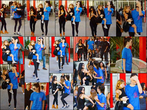 - 02/04/16 - Kendall Jenner a été photographiée alors qu'elle quittait le County Museum of Art à Los Angeles.La jeune mannequin été accompagnée de sa soeur, Kourtney Kardashian et de sa fille, Penelope. Ainsi que Kim, Kanye et North West. Un jolie top !-
