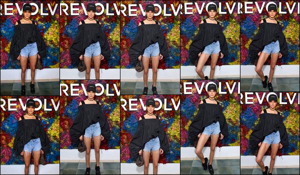 - 16/04/17 : Kendall Jenner était présente au « REVOLVE Festival » durant le célèbre festival Coachella. C'est dans une tenue assez décontractée que nous retrouvons notre belle mannequin posant pour Revolve ! Je lui accorde un bof ! -