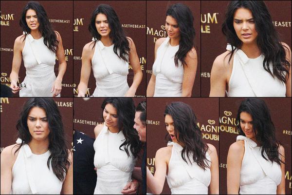 - 12/05/16 - Kendall Jenner a été photographiée alors qu'elle arrivait à Magnum Beach, se situant, à Cannes.La jeune mannequin s'est donc rendue à l'événement de la marque Magnum qui est une marque de glace. Sa tenue est très jolie c'est un beau top !-