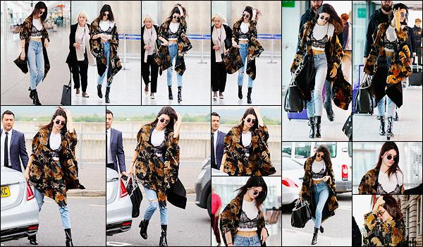 - 27/05/16 - Kendall Jenner a été photographiée alors qu'elle arrivait à l'aéroport Heathrow qui est à Londres.La mannequin a donc quitter Londres pour rentrer à Los Angeles puisque que après quelques heures de vols, elle a été photographiée arrivant à LAX.-