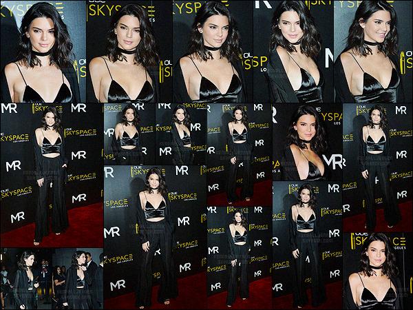 - 14/07/16 - Kendall Jenner s'est rendue au dîner de OUE Skyspace qui avait lieu dans la ville, à Los Angeles.La mannequin était vêtue d'un petit top noir avec un pantalon style patte d'éléphant noir également, on ne change pas Kendall J ! C'est un jolie top.-