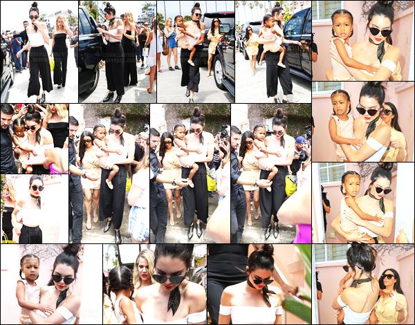 - 27/07/16 - Kendall Jenner a été photographiée alors qu'elle se promenait, avec ces s½urs, dans San Diego.La jeune mannequin été donc accompagnée de ses grandes s½urs Khloé Kardashian et Kim Kardashian. Ainsi que North la nièce de Kendall, un top. -