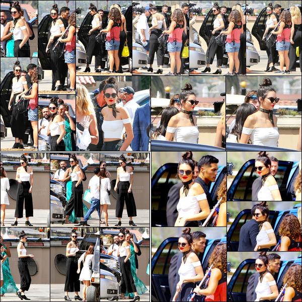 - 27/07/16 - Kendall Jenner a été photographiée alors qu'elle arrivait à Del Mar Racetrack, étant à San Diego.La mannequin été donc toujours accompagnée de sa s½ur Khloé Kardashian. Elle devait tourné pour leur émission puisque des caméra sont présente.-