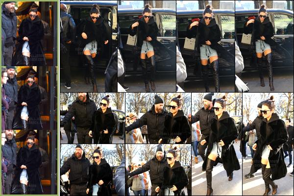 - 29/11/16 : Kendall Jenner a été photographiée dans notre capitale Paris, quittant son hôtel « Mandarin ». Kendall a par la suite été aperçue arrivant puis quittant le « Grand Palais » puis de retour à son hôtel un peu plus tard, toujours à Paris ! -