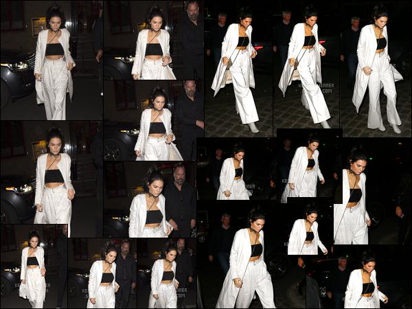 - 01/10/16 : Kendall Jenner a été photographiée se trouvant dans les rues de notre belle capitale, Paris. C'est essentiellement vêtue de blanc que nous retrouvons Kendall sur le sol Français, un énorme top pour son look, elle était superbe! -