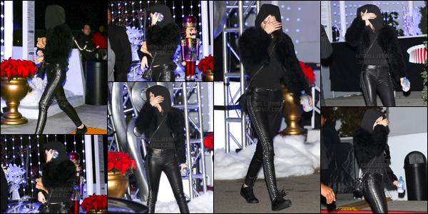 - 10/12/16 : Kendall a été vue alors qu'elle quittait le «KROQ's Almost Acoustic Christmas » à Inglewood. C'est avec sa capuche sur la tête, la main devant le visage que nous retrouvons notre mannequin, j'accorde un petit top pour sa tenue. -