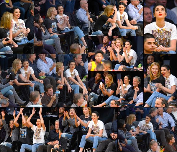 - 26/10/16 : Kendall Jenner a été photographiée arrivant puis quittant le « Staples Center » à Los Angeles. C'est pour la rencontre de basketball opposant les Rockets aux Lakers, j'accorde un top à son makeup, ses cheveux ainsi qu'à sa tenue ! -
