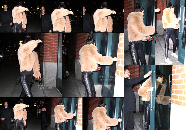- 01/12/16 : Kendall Jenner a été aperçue alors qu'elle arrivait à l'appartement de Kanye West, à Soho. C'est pour la nuit que Kendall Jenner s'est rendue à l'appartement de son beau-frère ! J'accorde un bof, je n'aime pas sa fourrure ! -