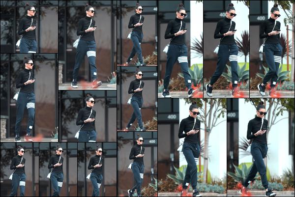 - 10/01/17: Kendall J. a été photographiée par les paparazzis lorsqu'elle se baladait dans West Hollywood ! C'est dans une tenue plutôt décontractée que nous retrouvons la jeune mannequin aujourd'hui. Pour ma part je lui accord un petit bof. -