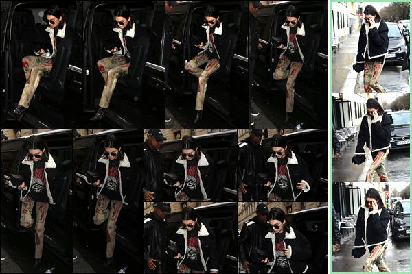- 05/03/17: Kendall Jenner a été aperçue alors qu'elle venait d'arriver aux bureaux de « Chanel » à Paris. Plus tard, notre belle mannequin a été photographiée alors qu'elle venait d'arriver au café : «Cafe de l'Esplanade » situé dans Paris ! -