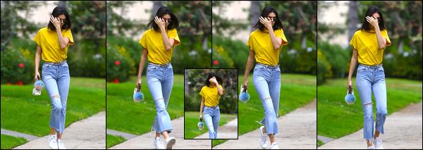 - 22/03/17 : Kendall Jenner a été aperçue alors qu'elle venait de quitter la maison d'un ami à Beverly Hills. C'est d'ailleurs en compagnie de son amie et mannequin Hailey Baldwin que notre brunette à été photographiée. Je lui accorde un top ! -