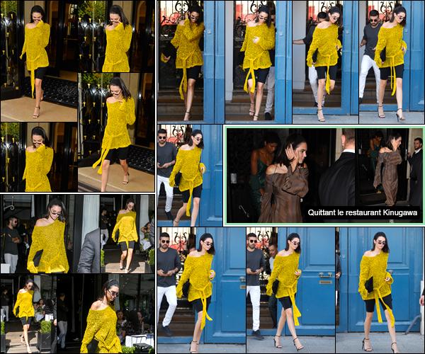- '-03/07/17-' ◘Kendall Jenner a été photographiée quittant l'hôtel «Four Seasons Hotel George V» dans Paris. Un peu plus tard, notre belle Kendall a été aperçue alors qu'elle quittait les bureaux de « Vogue » situés dans Paris. J'accorde un petit top. -