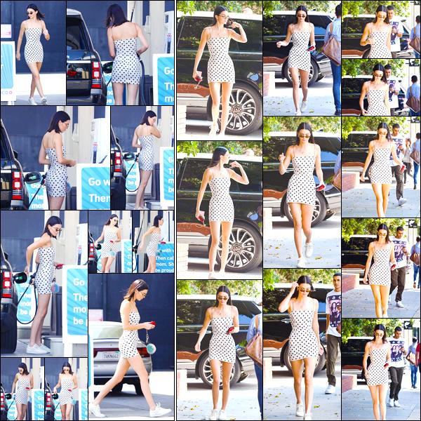 - '-23/08/17-' ◘Pour commencer la journée K. a été aperçue à une station-service, se trouvant à Beverly Hills. Peu de temps après, notre magnifique mannequin a été photographiée alors qu'elle arrivait au bar Honor Bar, toujours à Beverly Hills ! -