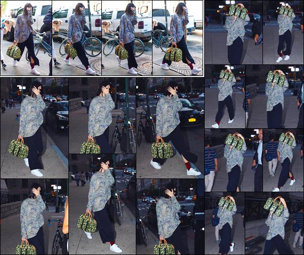 - '-05/09/17-' ◘Pour commencer cette journée Kendall a été photographiée dans les rues de New-York City ! Par la suite la belle mannequin a été vue arrivant au restaurant Carbone, toujours à New-York City. Côté tenue je lui accorde un flop. -