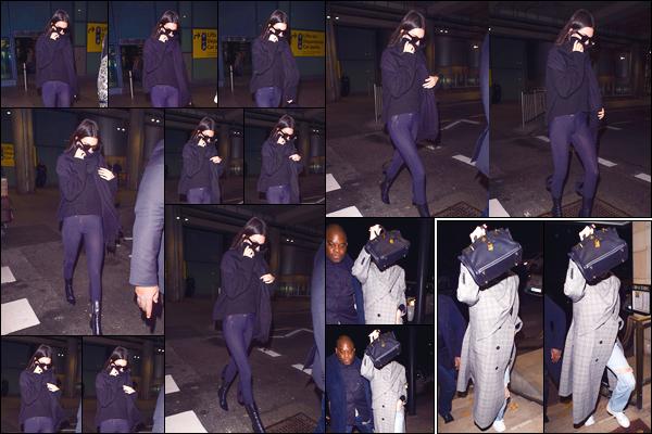 - '-16/11/17-' ◘Notre belle brune a été photographiée alors qu'elle quittait l'aéroportHeathrow, à Londres ! Pour son séjour dans cette belle ville Londonienne, Kendall a été aperçue arrivant àChina Tang. Côté tenues je lui donne deux top. -