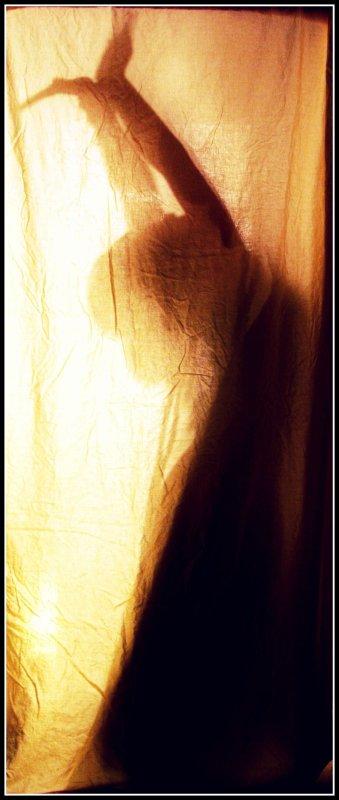 """""""Je tombai dans une noire mélancolie en mesurant la profondeur de l'abîme où j'étais tombé, car j'entrevoyais clairement une vie de misère, une lutte constante où devait périr l'amour.""""  Balzac"""