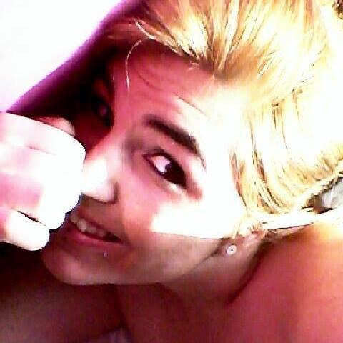 la femme forte c'est celle qui pleure le soir et souri le matin