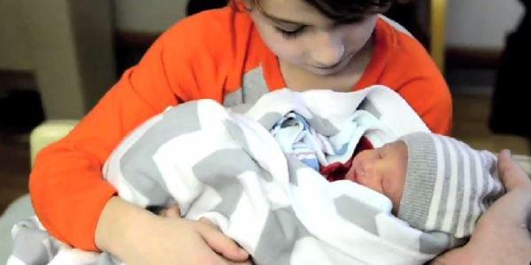 L'histoire émouvante d'un bébé qui n'a vécu que 10 jours racontée par ses parents ....