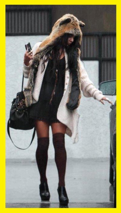 Vanessa Hudgens  : lance la mode de l'écharpe-capuche à oreilles !