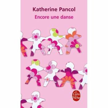 """Encore une danse, de Katherine PANCOL """"Il m'aime. Je sais qu'il m'aime, murmurait la voix dans son sommeil, il m'aime par dessus tout tout comme je l'aime par dessus tout. Il m'a rendu la douleur que je lui ai infligée et maintenant, maintenant, nous sommes quittes. Il faut que j'accepte la douleur. Elle fait partie de notre histoire car, dans chaque histoire d'amour ou d'amitié, il n'y a pas que du soleil ou de la générosité ou de la tendresse, il y a des forces obscures qui nous poussent à salir, à dénigrer, qui nous emmènent au fond d'un cloaque qui est nôtre et que nous répugnons à regarder"""""""