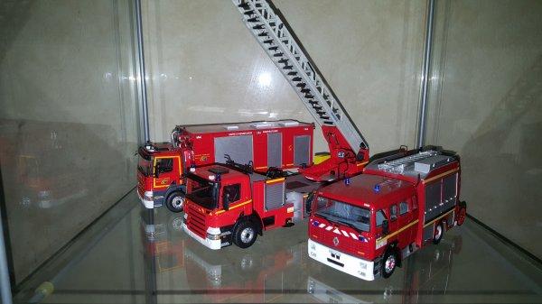 Vitrine.  Groupe feu urbain