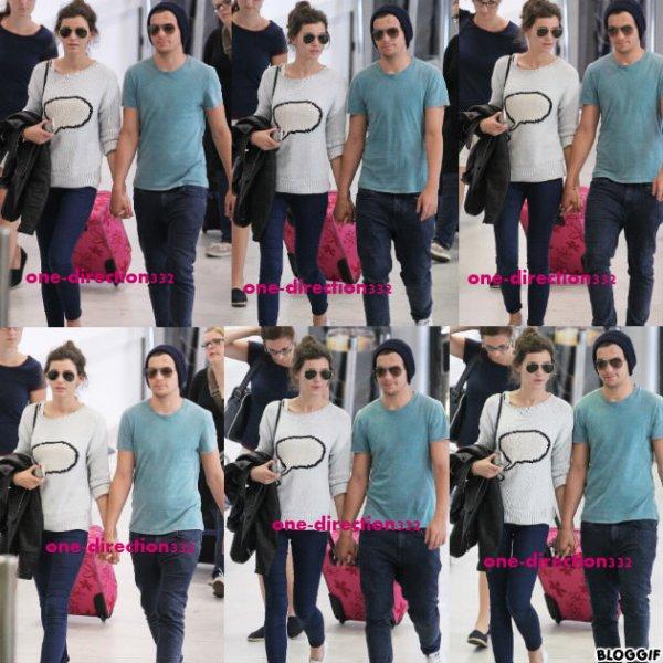 le 03/07/2012 Les boys à l'aéroport pour arriver en Angleterre.