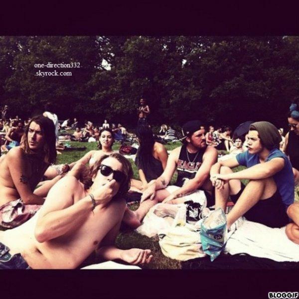 le 19/08/2012 zayn au club de G-A-Y
